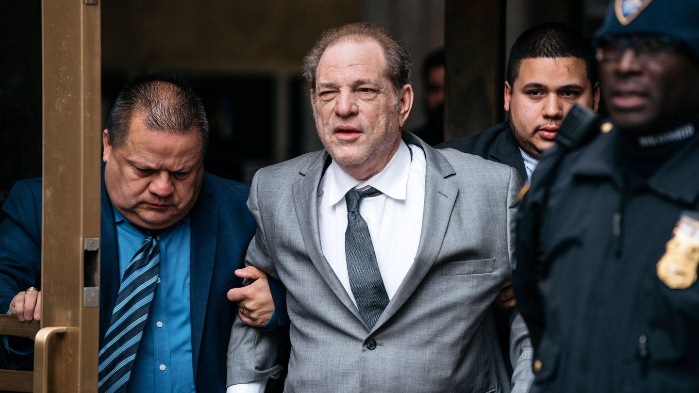Harvey Weinstein, saliendo de un juicio en 2019. (Getty)
