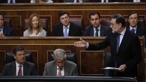 Mariano Rajoy recurre a la crisis del PSOE frente al acoso de la corrupción