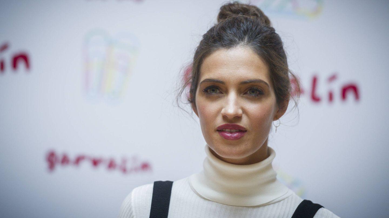 Sara Carbonero, fiel al look de labios rojos y ojos marcados. (Getty)