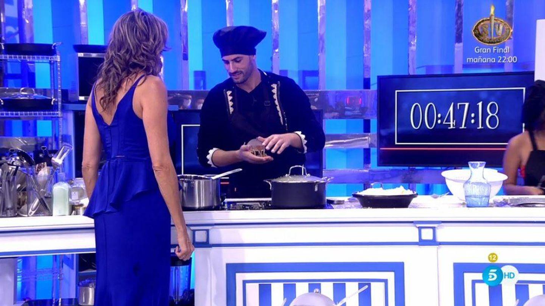 Paz Padilla y Asraf Beno, en 'La última cena'. (Mediaset España)