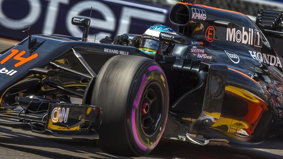 Cara y cruz de Alonso y McLaren: Rendiremos cuando sea el momento