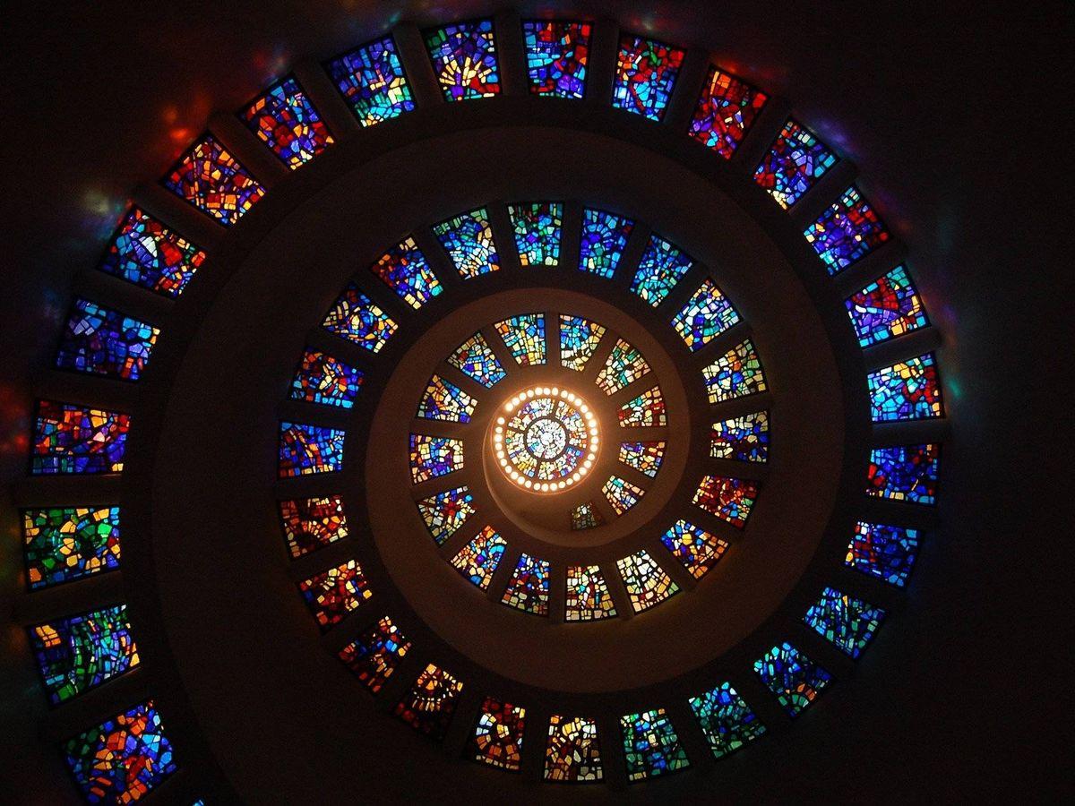 Foto: Vidrieras de una iglesia (Pixabay)