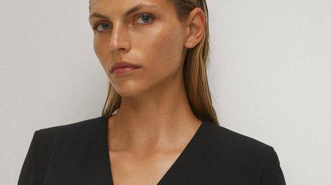 Si buscas un vestido negro con encanto, este de Massimo Dutti esta al 50% menos