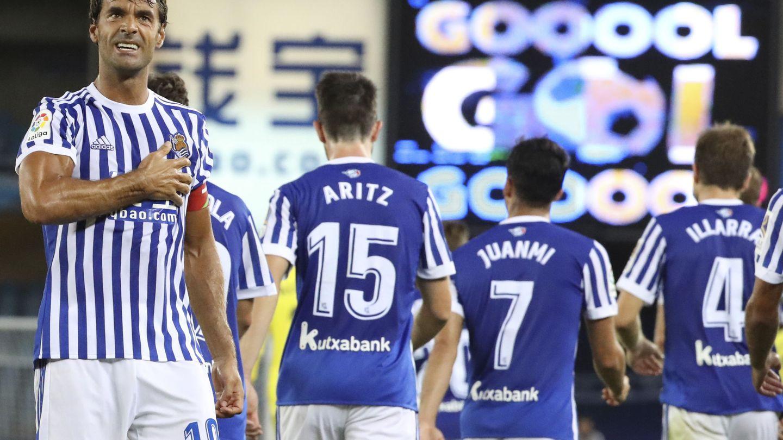 Xabi Prieto celebra un gol el día que jugó su partido 500 con la Real. (EFE)