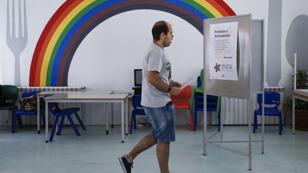 Foto: Un colegio electoral en Portugal. (Reuters)
