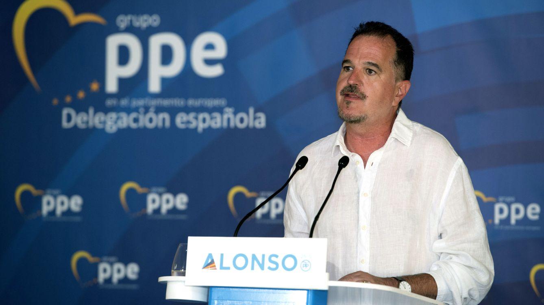 El europarlamentario Carlos Iturgaiz insulta a los aficionados que pitaron el himno