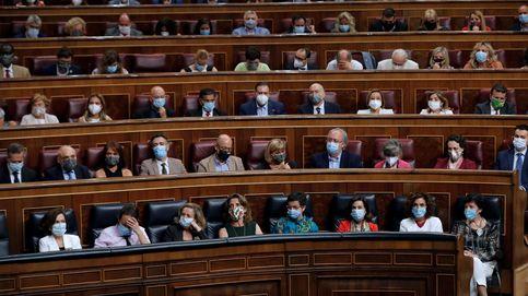 El PSOE se salta el pacto del Congreso y lleva a todos sus diputados a aplaudir a Sánchez