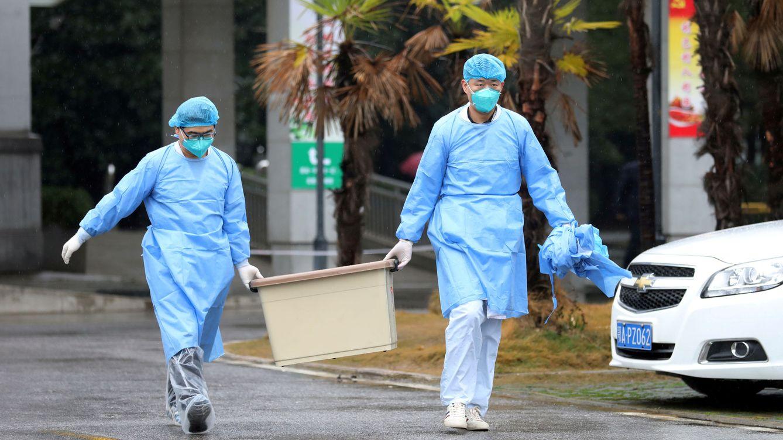 Foto: Equipo médico en el hospital Jinyintan, donde están siendo tratatos los pacientes de neumonía de Wuhan (China) (Reuters)