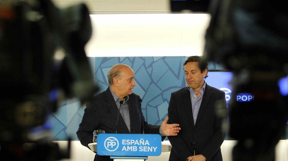 Foto: El ministro del Interior en funciones, Jorge Fernández Díaz (i), y el portavoz, Rafael Hernando. (EFE)