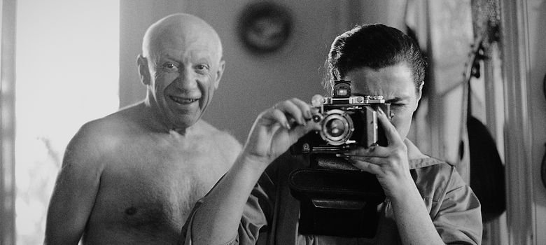 Foto: Pablo Picasso, junto a su última mujer Jacqueline Rocque, en Cannes, 1957. (David Douglas Duncan / Museo Picasso)