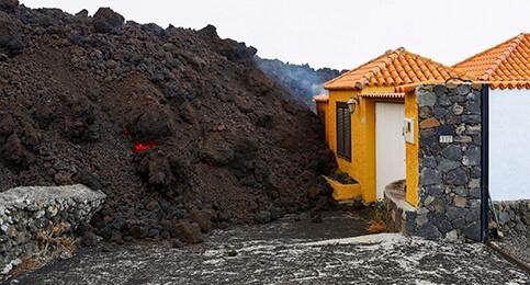 Foto de Directo   Canarias estima que el volcánsiga activo varios días y la lava llegue a la costa a las 20.00 horas