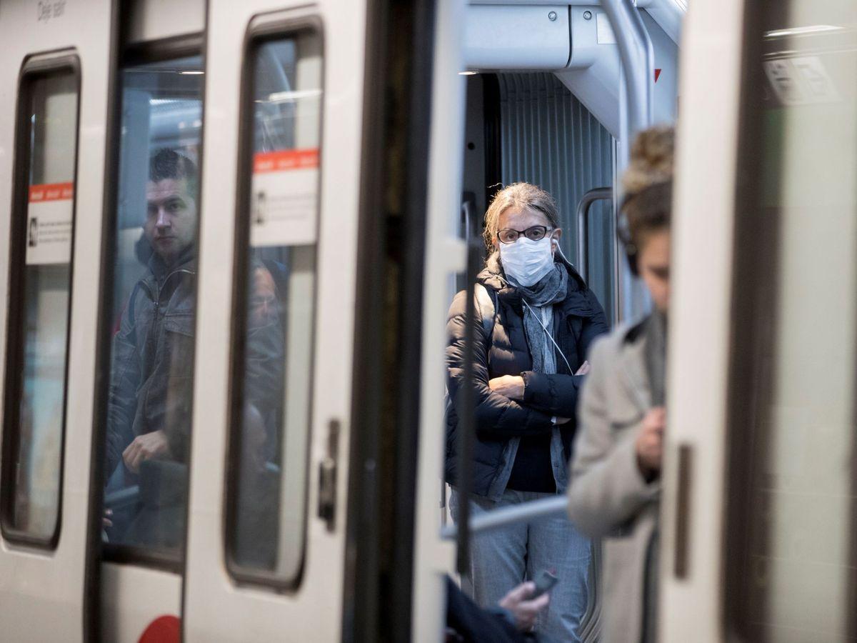 Foto: Viajeros en el metro de Barcelona - Archivo. (EFE)