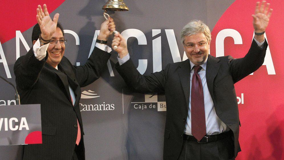 Foto: Los excopresidentes de Banca Cívica, Enrique Goñi (d) y Antonio Pulido (i). (EFE)