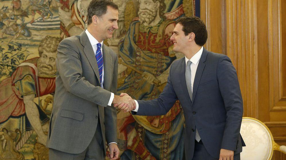 Foto: El Rey vuelve a recibir a Albert Rivera en Zarzuela en la segunda ronda de contactos. (EFE)