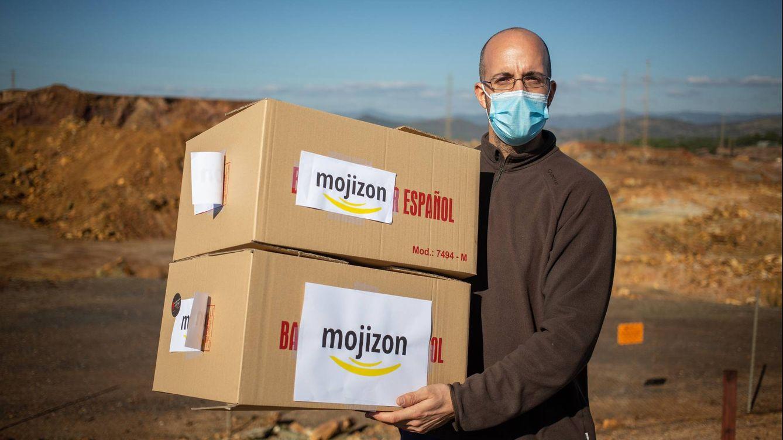 Foto: Jesús Cassa, Dj, empleado municipal y repartidor de Mojizon. (Fernando Ruso)
