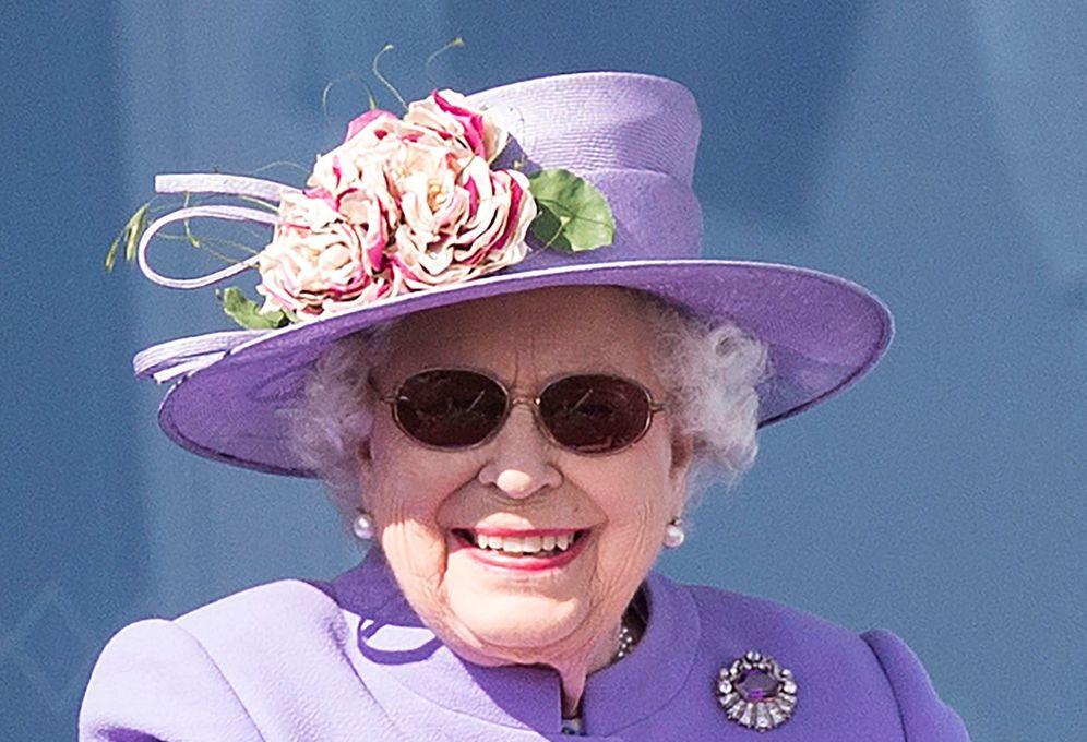 Isabel II, la reina trabajadora que no repite color ni un solo día