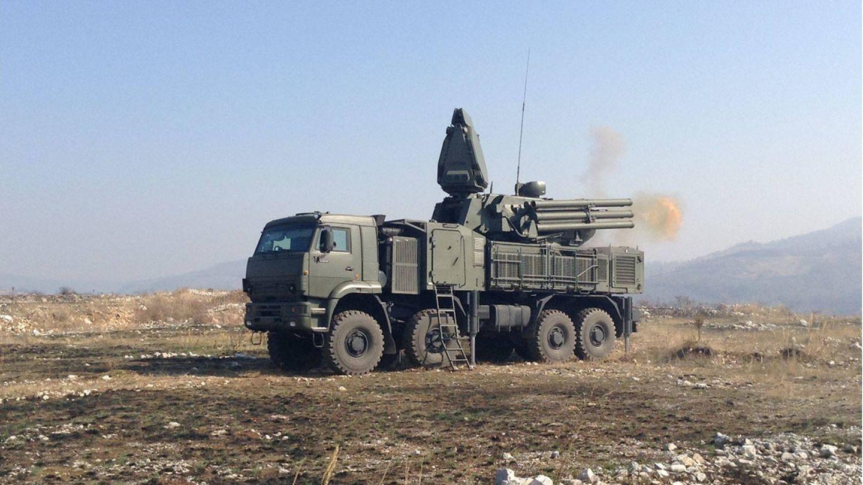Sistema Pantsir S1 haciendo fuego con sus cañones de 30 mm. (Foto: Mil-Ru)