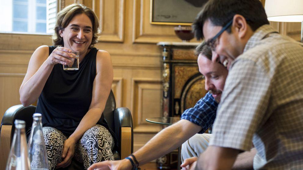 Ada Colau emplaza sus vacaciones en el Cabo de Gata junto a su padre y su hijo