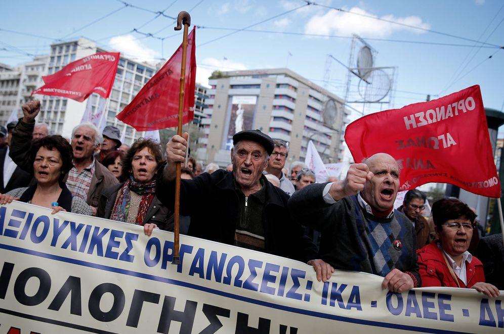 Foto: Pensionistas griegos protestan contra los recortes en Atenas, el 8 de marzo de 2018. (Reuters)