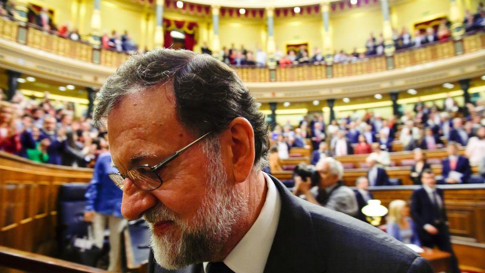 Foto: Mariano Rajoy dejando el hemiciclo el viernes. (Reuters)