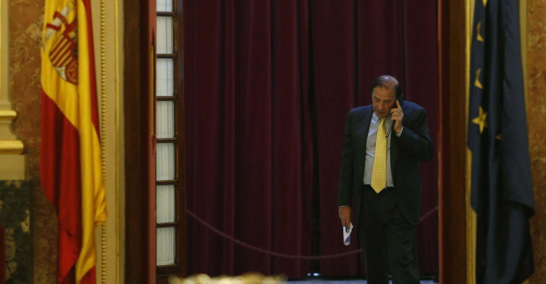 Foto: Pleno del El diputado del PP Martínez-Pujalte, compareció en el Congreso este jueves con su declaración de actividades en la mano EFE