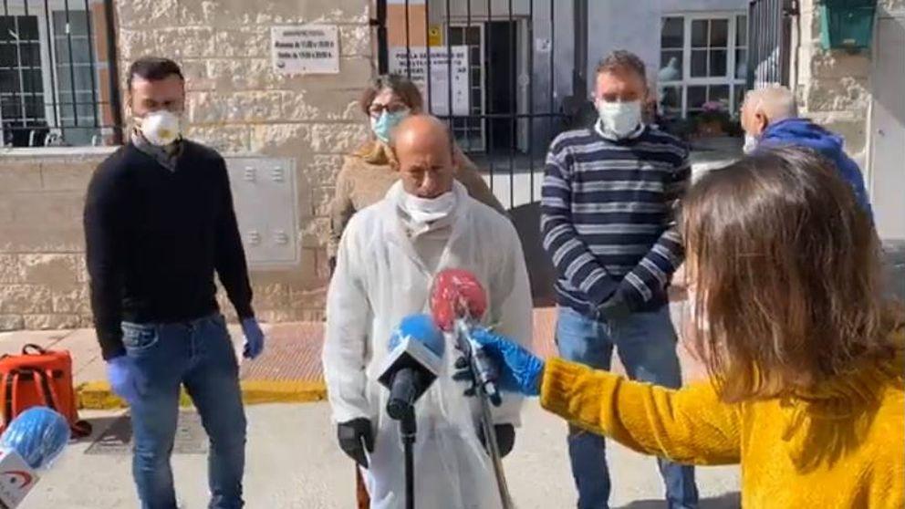 Un alcalde desesperado: Se me mueren los mayores en las manos