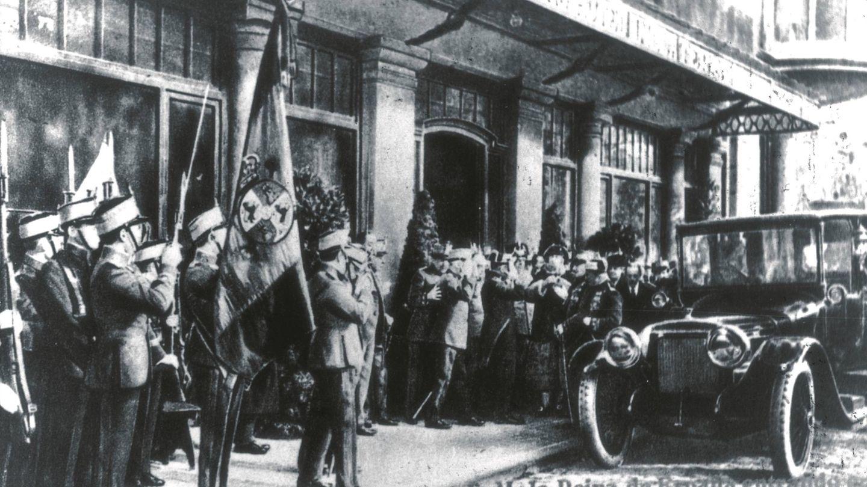 La reina Victoria Eugenia, Ena, en su visita a Barcelona, cuando se hospedó en el Majestic.
