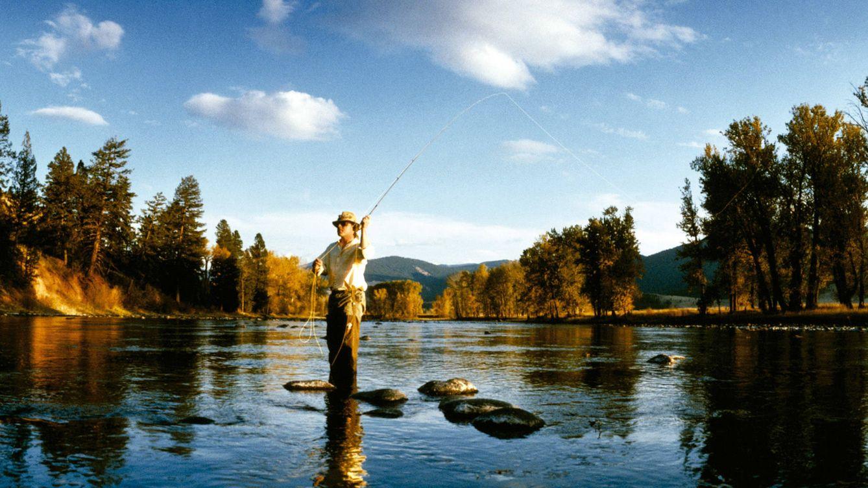 Foto: El río y sus habitantes dicen qué hacer. Es inútil el lance en vano, y hay que economizar tiempo, cebos, aparejos. Las oportunidades de captura aparecen una vez que se toma la dimensión al lugar.
