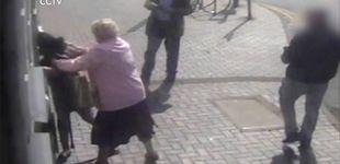 Post de Una anciana se resiste a ser robada en un cajero: