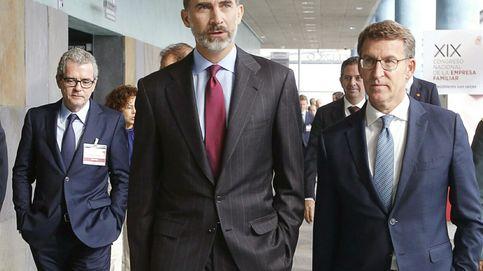 El Rey, Rajoy y los empresarios pasan de puntillas por la situación política