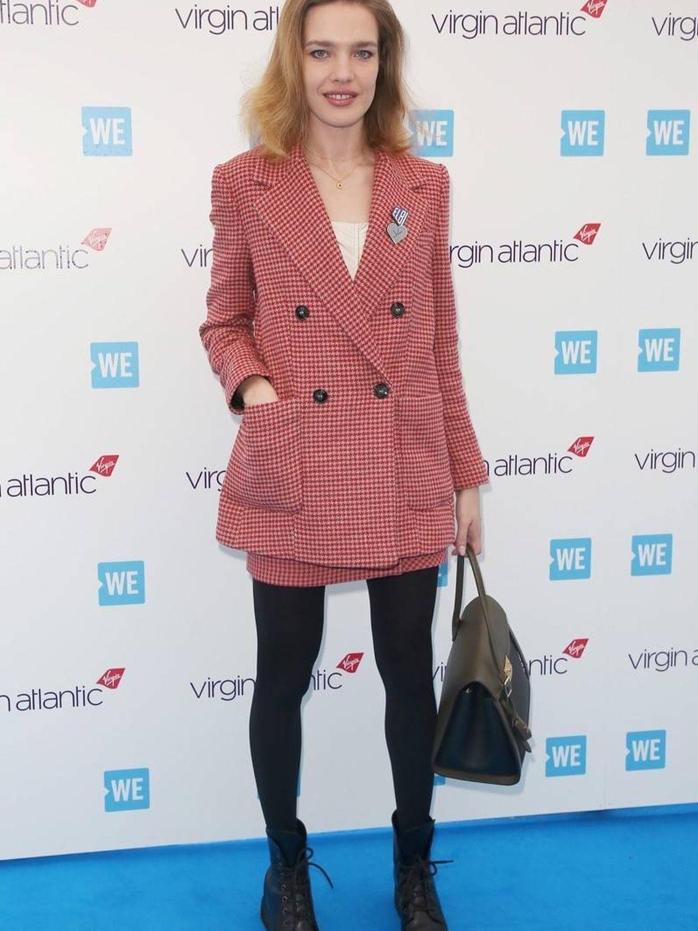 Natalia Vodianova luciendo el traje de Mango. (Backgrid)