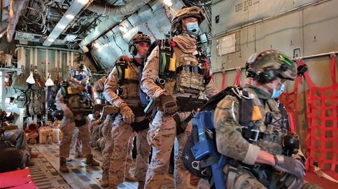 Un día con paracaidistas de élite: así es un salto extremo a 10.000 m. y con oxígeno