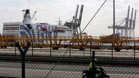 Un incendio en el Port de Tarragona provoca una gran columna de humo