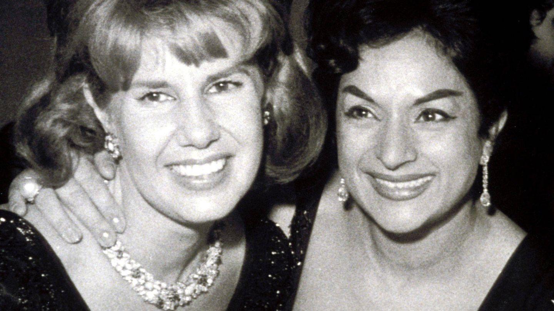 La duquesa de Alba y Lola Flores. (EFE)