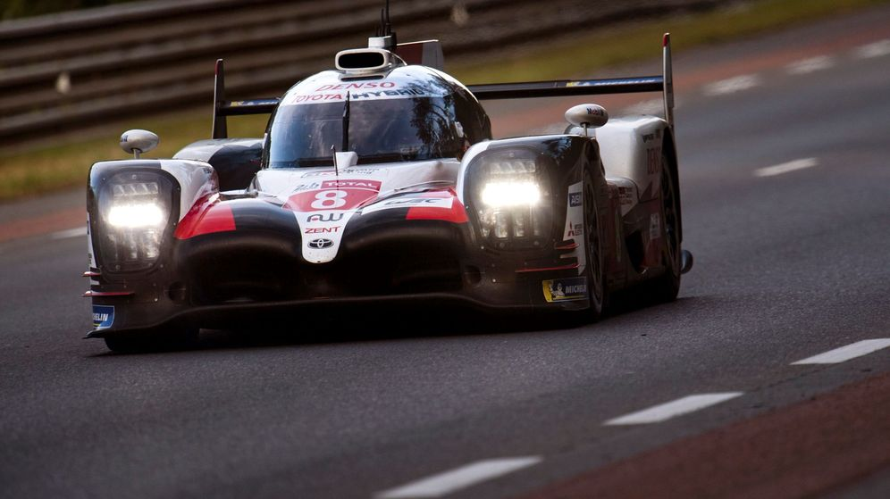 Foto: Fernando Alonso en las 24 horas de Le Mans (Efe)