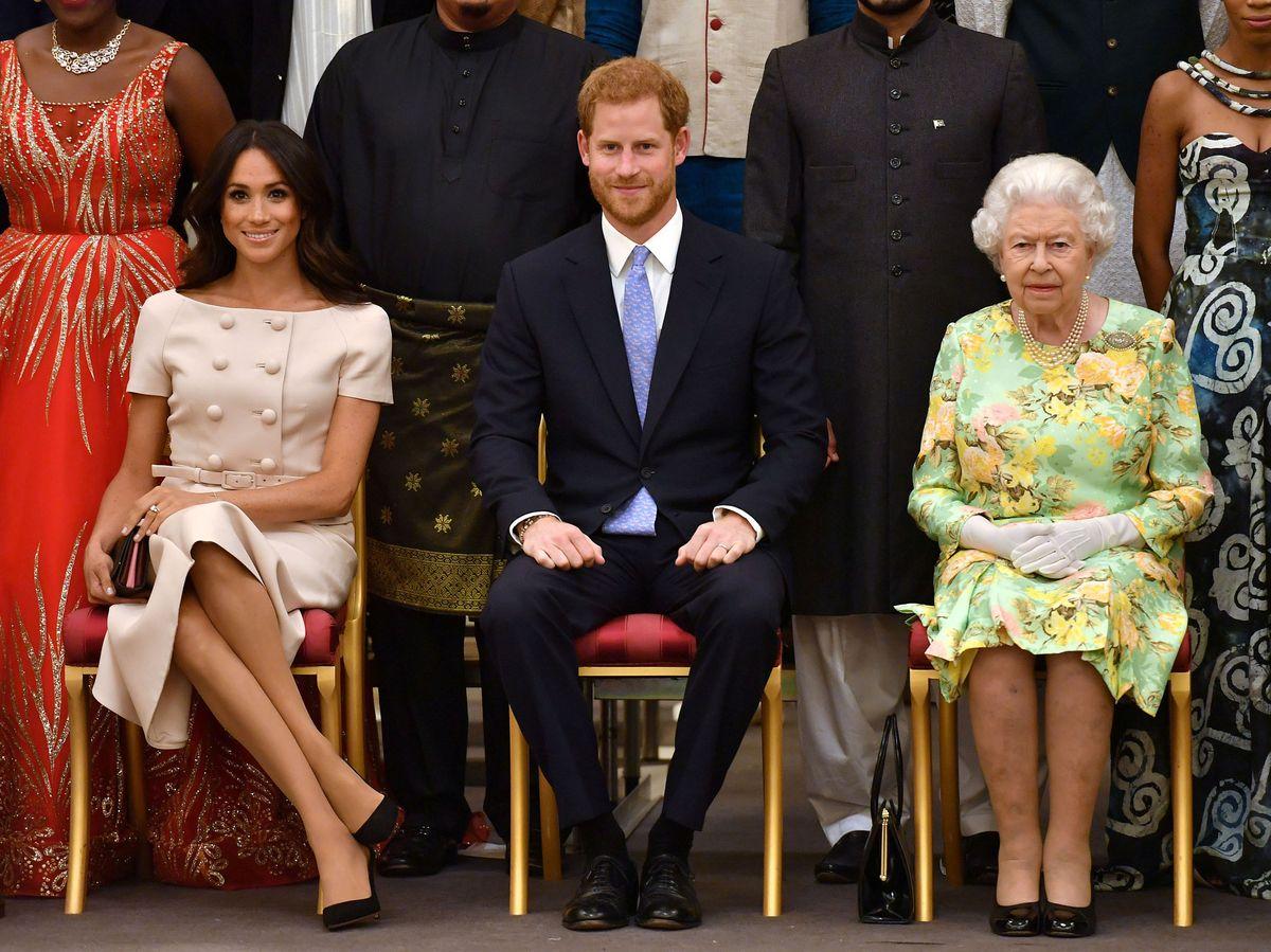 Foto: Los duques de Sussex, con la reina Isabel en una imagen de archivo. (Reuters)