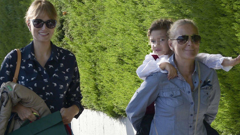 Alba Carrillo y su madre. (Gtres)