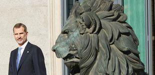 Post de Del 'rey león' a la paloma de la paz: 8 imágenes insólitas del día de la Constitución