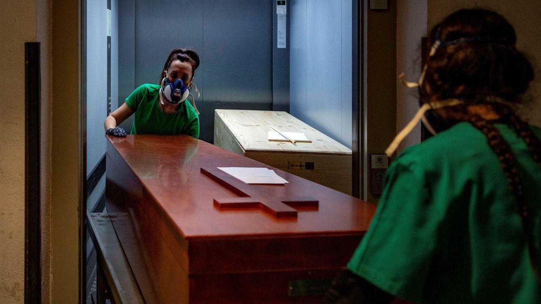 El INE revela que el año de la pandemia hubo 75.305 muertes más en España