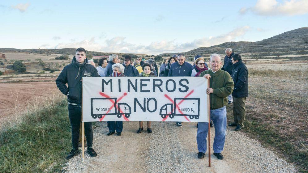 Foto: Vecinos de Armillas, en la manifestación en contra de Minera Sabater. (Plataforma de Armillas)
