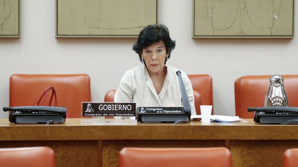Foto: Celaá, durante su comparecencia en la Comisión. (Efe/Ballesteros)