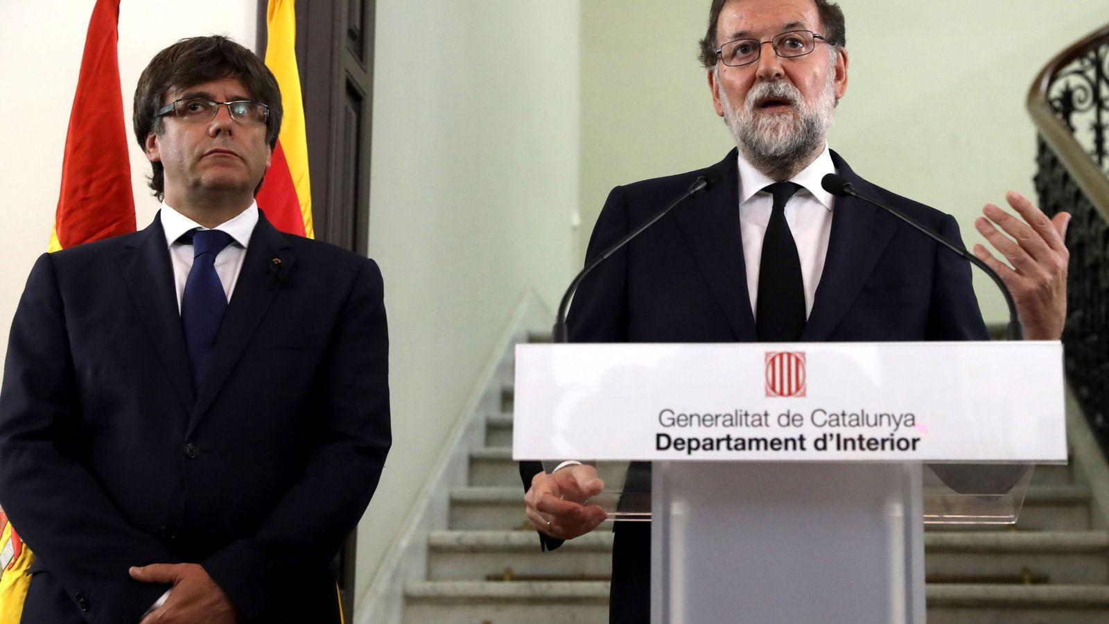 Foto: Puigdemont y Rajoy en la comparecencia pública. (EFE)