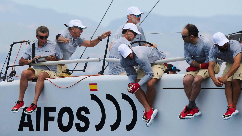 El rey Felipe, junto a sus compañeros de tripulación. (Limited Pictures)