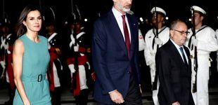 Post de La reina Letizia pisa fuerte a su llegada a Argentina con un look de estreno