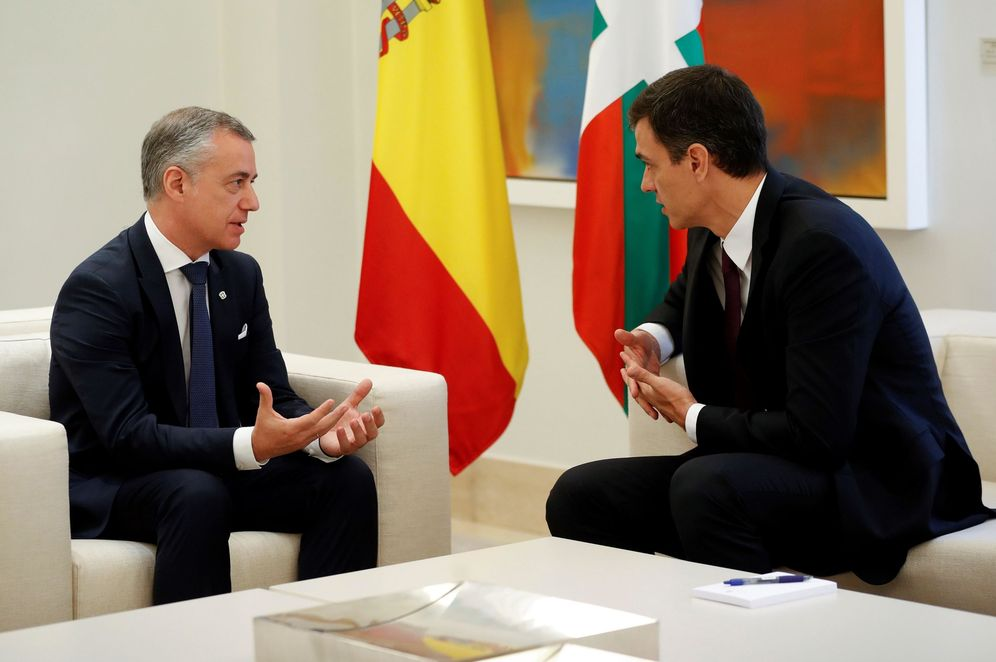 Foto: Pedro Sánchez e Iñigo Urkullu, durante su reunión este 25 de junio en el palacio de la Moncloa. (EFE)