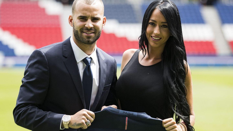 Jesé Rodríguez y su novia, Aurah Ruiz, durante su presentación como nuevo jugador del PSG. (EFE)