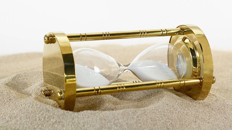 Foto: Como si de un reloj de arena se tratase, las prisas son una cuenta atrás que nos impiden disfrutar del presente. (Pixabay)