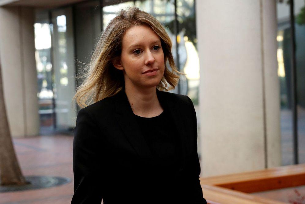 Foto: Elizabeth Holmes, antigua CEO de Theranos, en un tribunal el pasado julio. (Reuters)