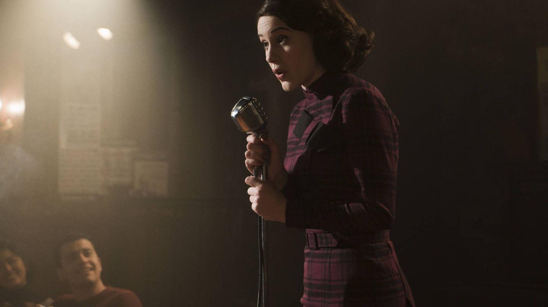 Rachel Brosnahan interpretando a Miriam Maisel, protagonista de la nueva comedia de Amazon.