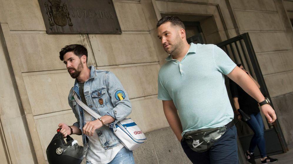 Foto: Jesús Escudero (i) y José Ángel Prenda, dos de los cinco integrantes de La Manada. (EFE)